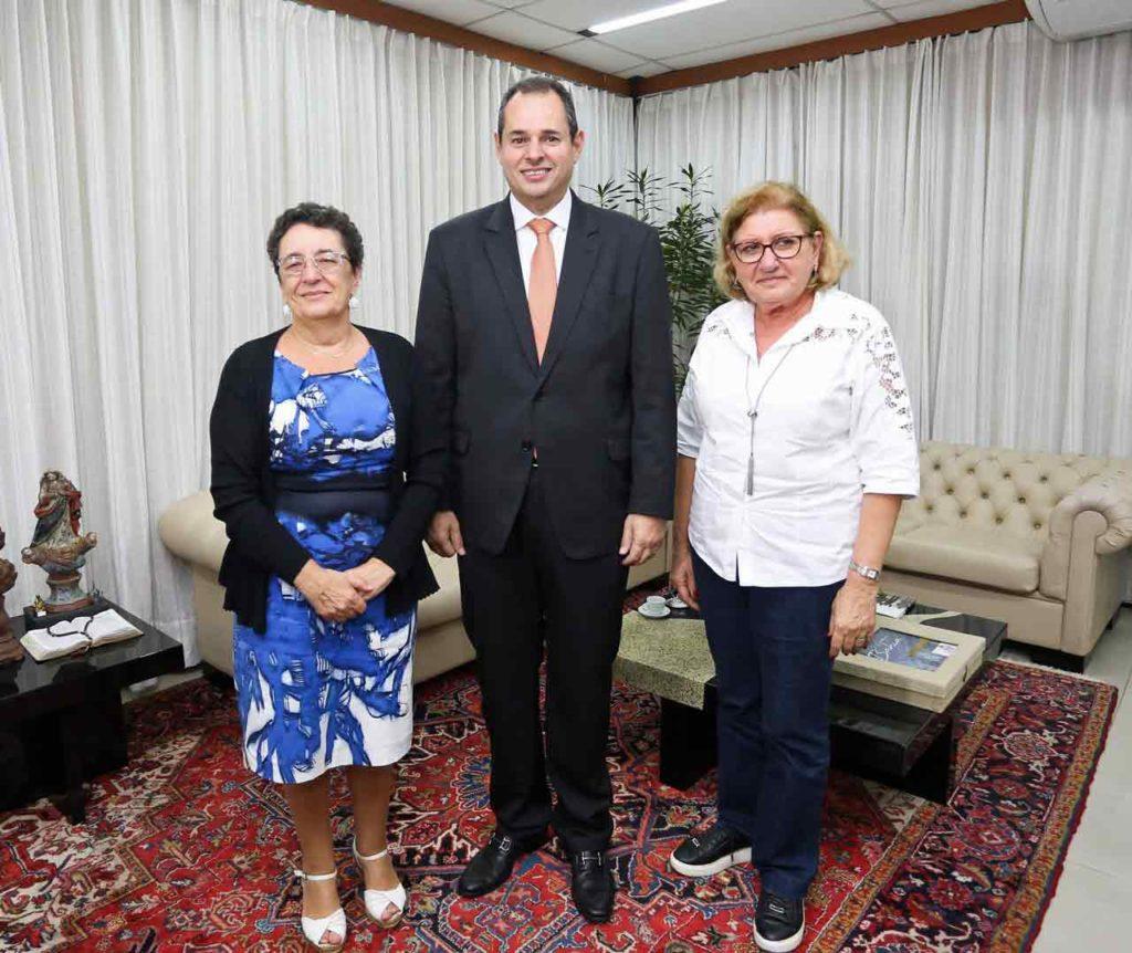 Rosario Álvarez, Nelson Leal y María del Carmen Figaldo.