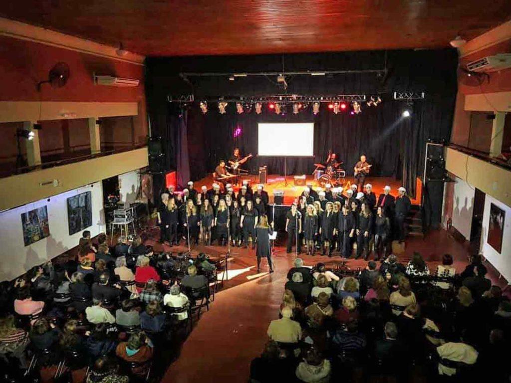 Actuación del coro de la Facultad de Ciencias Exactas de la Universidad Nacional de Córdoba.