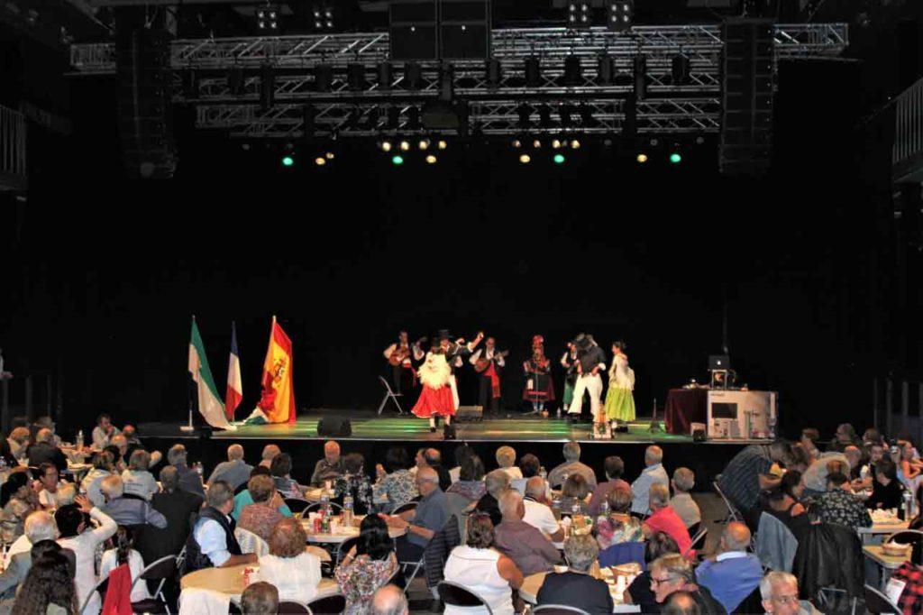 Los bailes tradicionales transportaron a los asistentes a Extremadura.