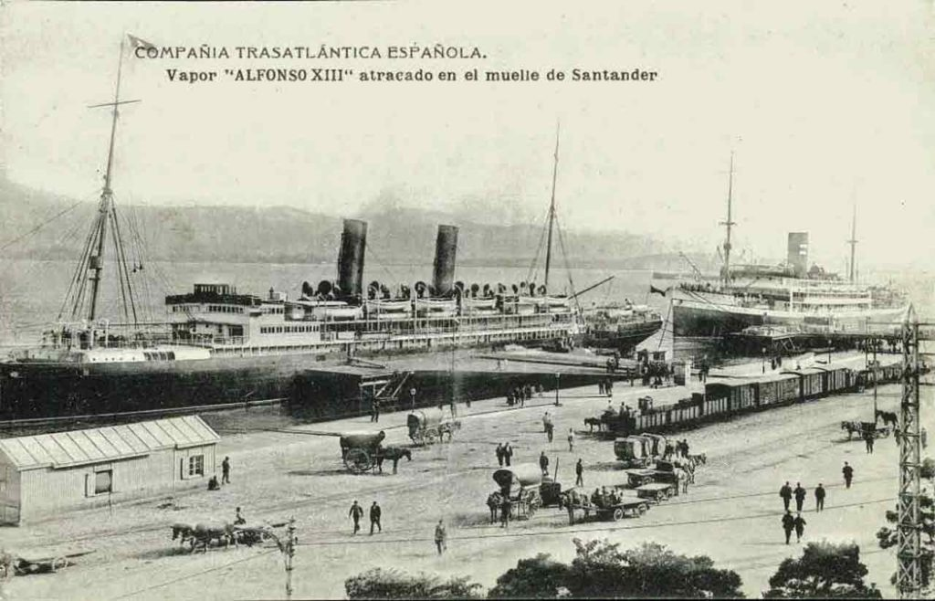 Imagen del vapor «Alfonso XIII» de la Compañía Trasatlántica Española atracado en el puerto de Santander.