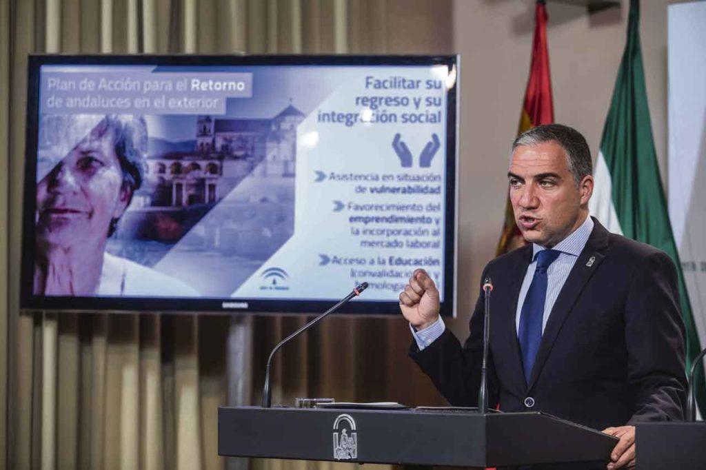 El consejero de la Presidencia, Elías Bendodo, explica las medidas del Plan de Acción para el Retorno tras su aprobacion por el Consejo de Gobierno.