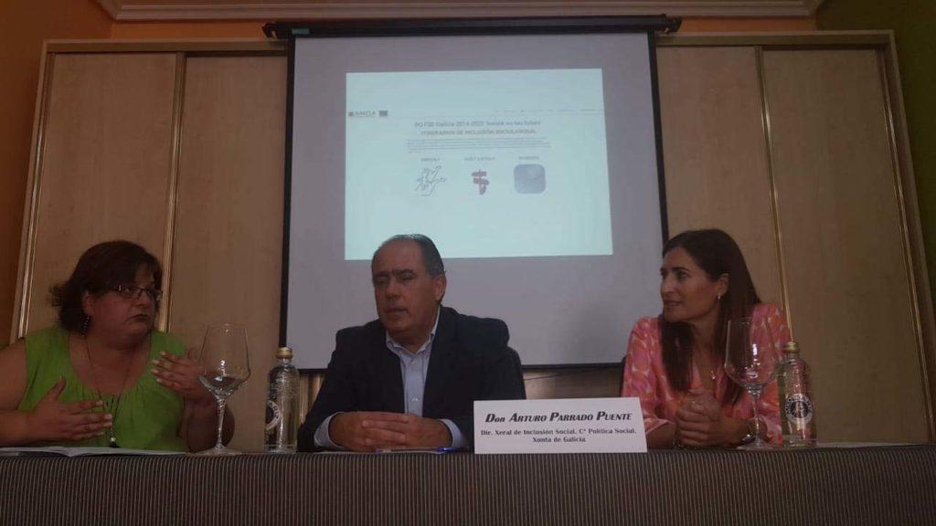 El director xeral de Inclusión Social, Arturo Parrado, participó en la entrega de diplomas al alumnado de los cursos desarrollados por la asociación Xarela.
