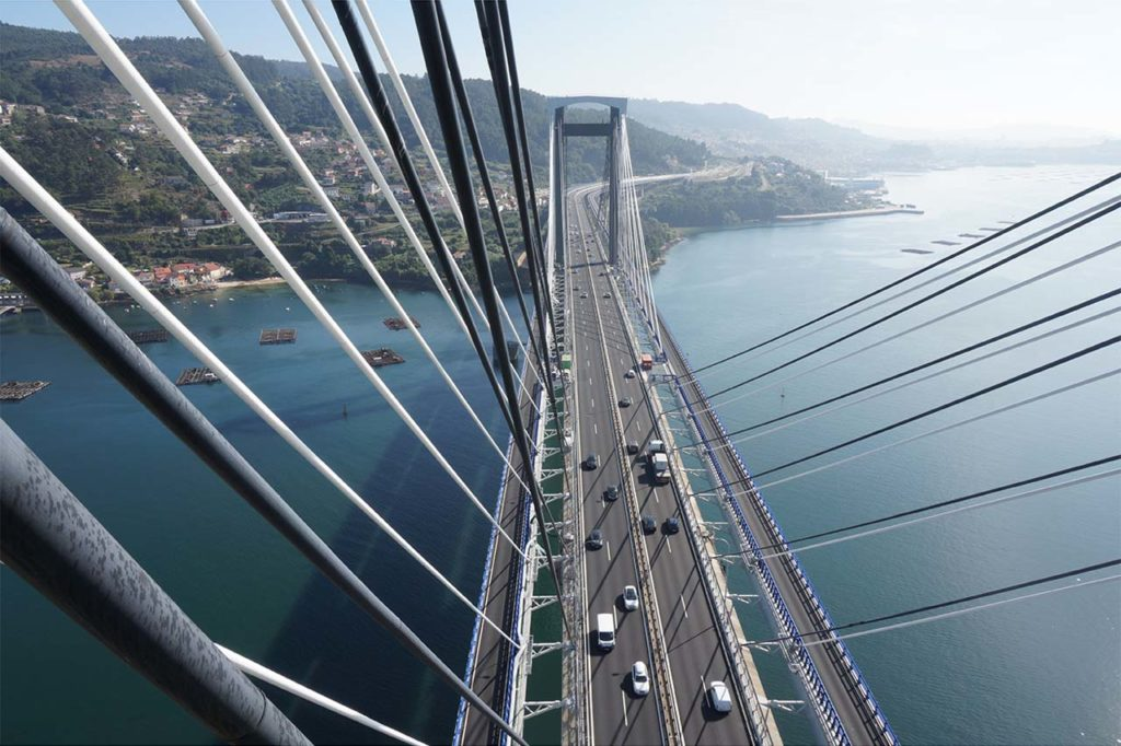 Vista aérea del Puente de Rande con la ampliación mediante tableros exteriores.