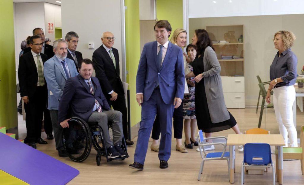 El presidente de la Junta de Castilla y León, Alfonso Fernández Mañueco, visitó el Centro de Valoración y Atención a Personas con Discapacidad de Valladolid.