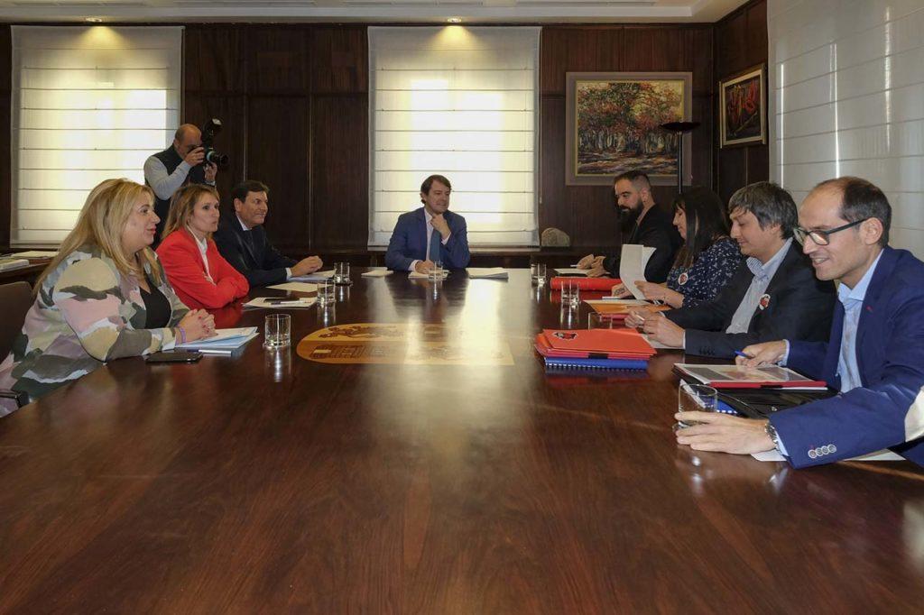 Imagen de la reunión del presidente de la Junta con la Plataforma Soria Ya.