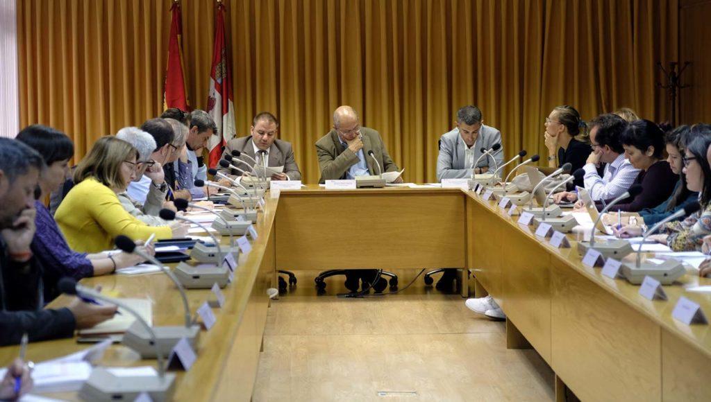 Reunión del Grupo de Trabajo de Inmigración, presidida por el vicepresidente, portavoz y consejero de Transparencia, Ordenación del Territorio y Acción Exterior, Francisco Igea.