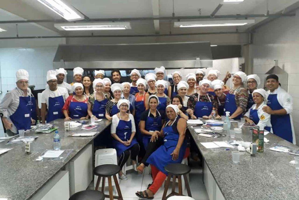 Participantes en el curso con el chef André Arzúa.