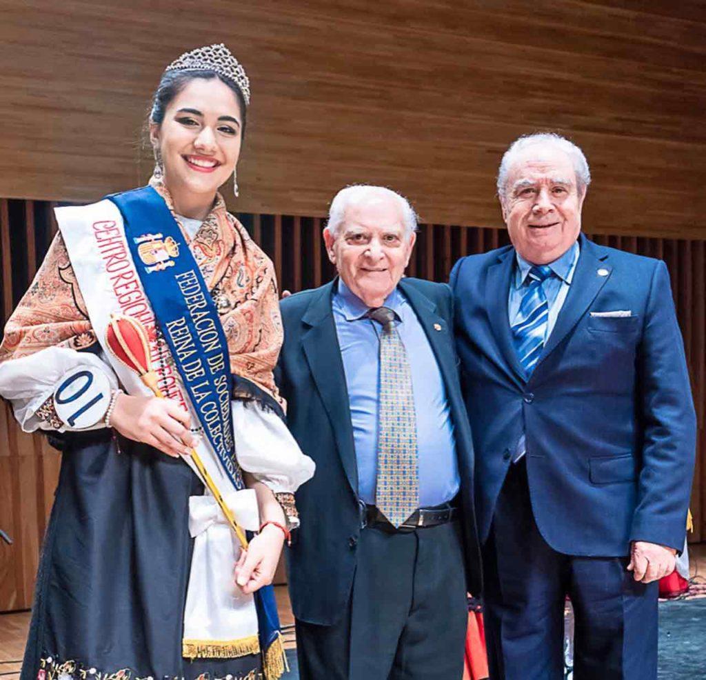 La nueva Reina junto a Benito Blanco y José Benito López Carballedo.
