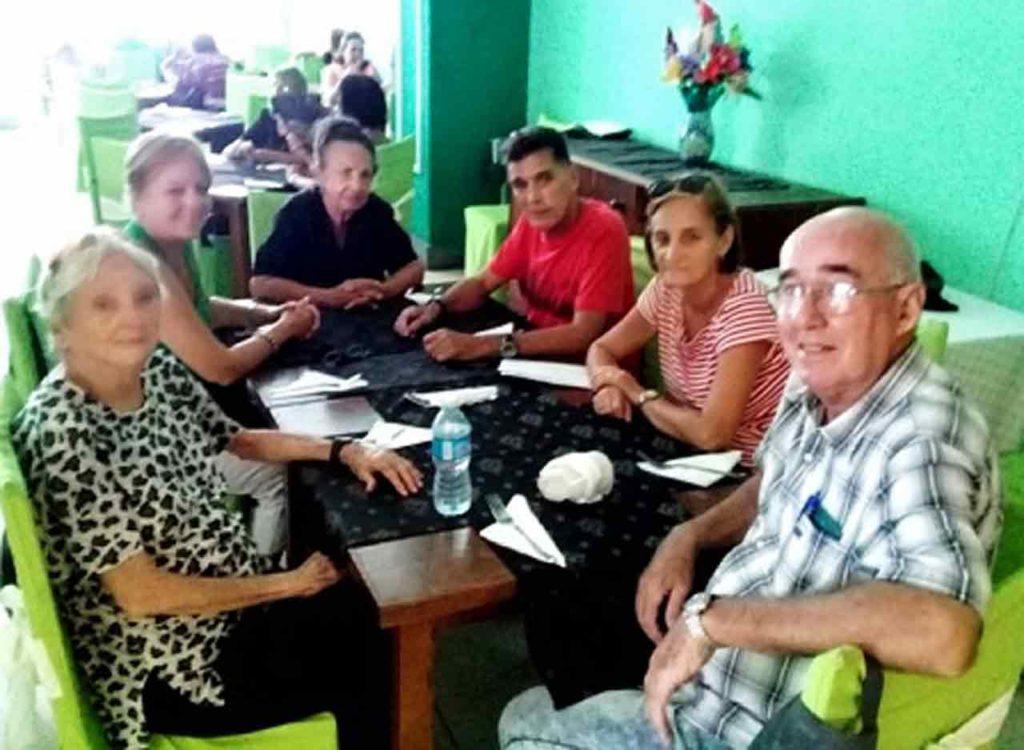 Directivos del Centro Andaluz de La Habana que participaron en la actividad conmemorativa.