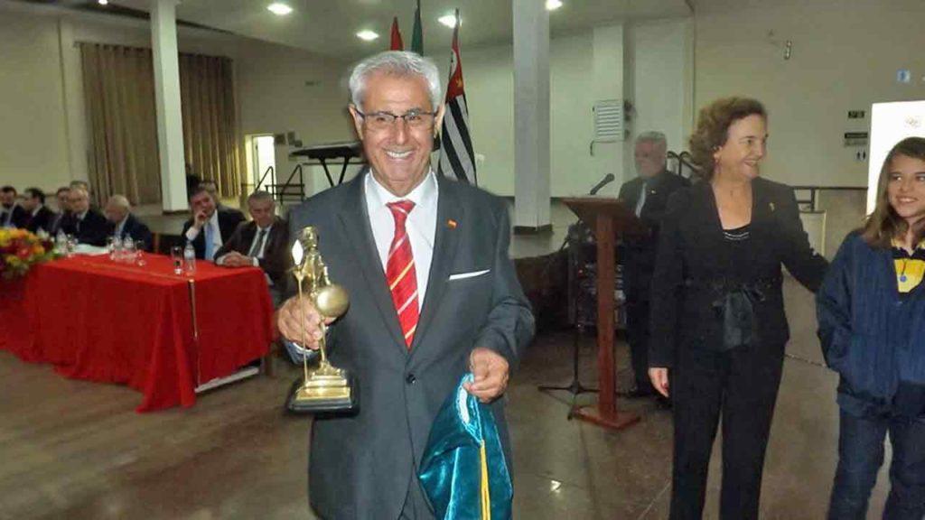 Manuel Enríquez Casal recibió el Premio Don Quijote.
