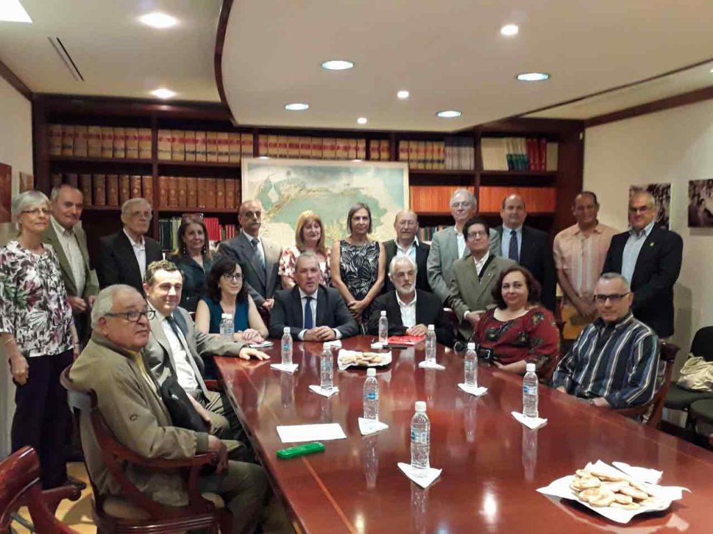 Agustín Torres con los representantes de los centros y del CRE.