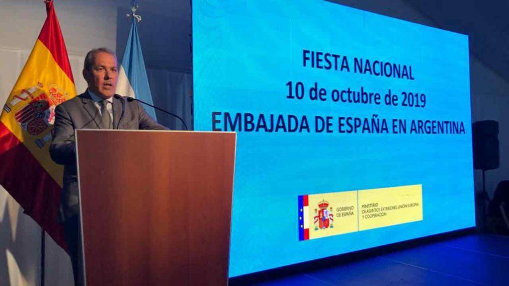 Agustín Torres durante su intervención en la Embajada de España.