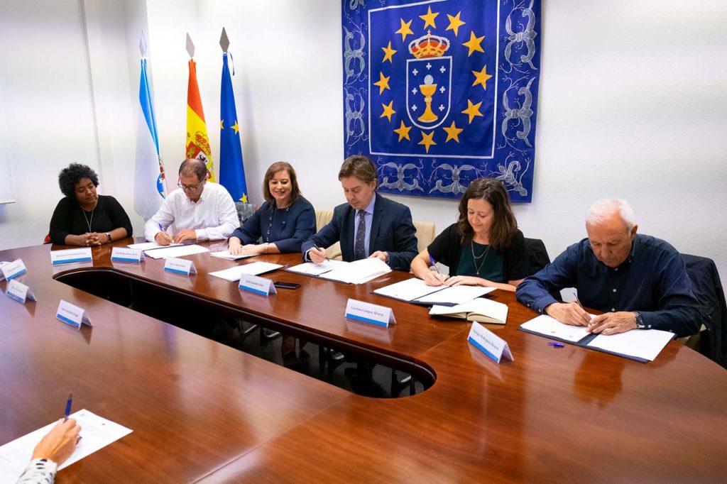 El director xeral de Relacións Exteriores e coa Unión Europea, Jesús Gamallo, firmó el convenio de colaboración con Solidaridade Internacional Galicia (SIG), la Asociación de Cooperación para el Desarrollo (Sólida) y Solidariedade Galega (SG).