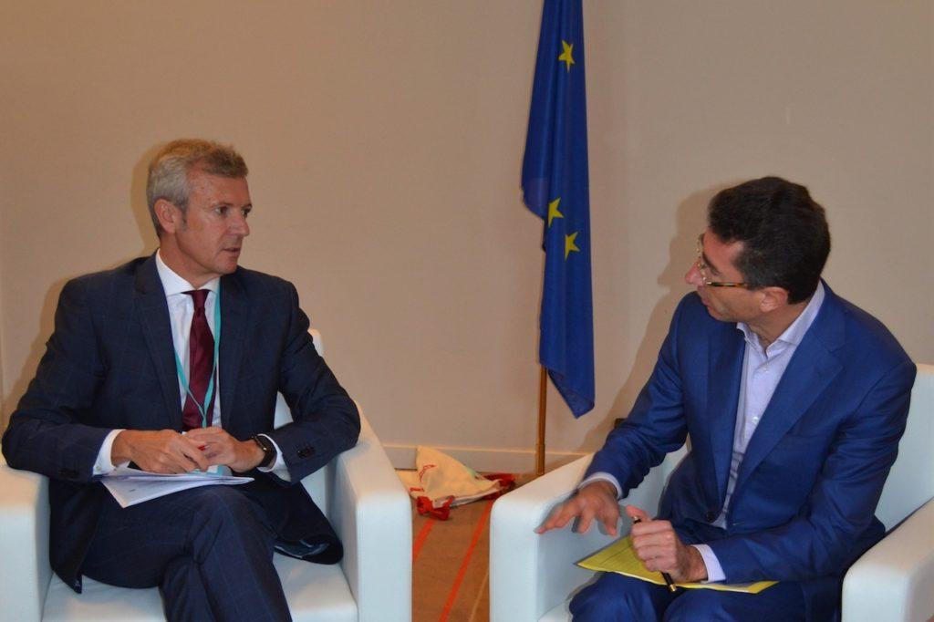 El vicepresidente de la Xunta, Alfonso Rueda, en la reunión con el director general de Política Regional de la Comisión Europea, Marc Lemaître.