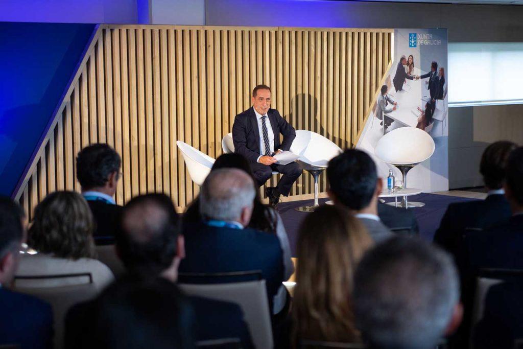 El conselleiro de Facenda, Valeriano Martínez, en las jornadas de política financiera del BBVA.