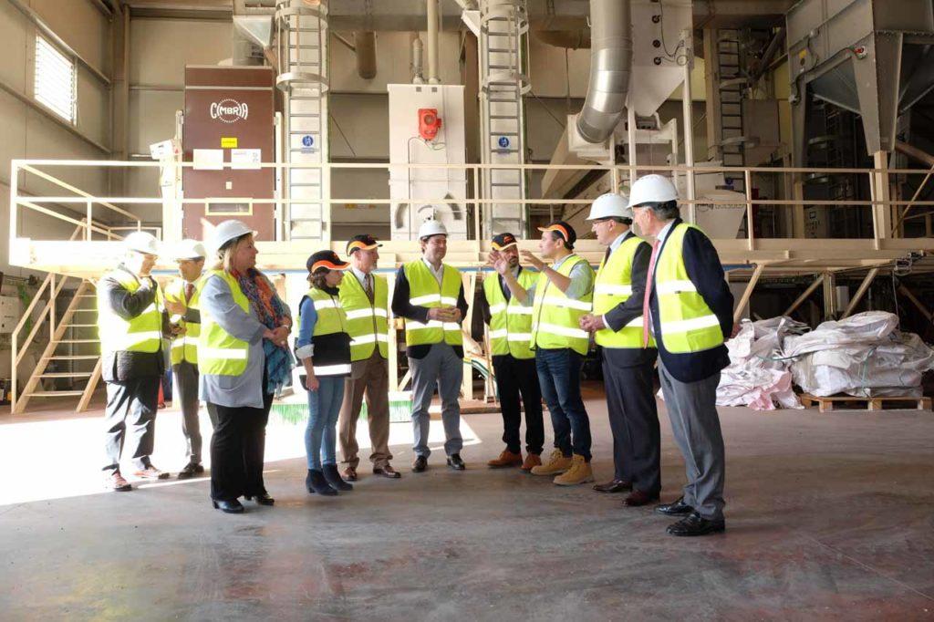 El presidente de la Junta de Castilla y León, Alfonso Fernández Mañueco, visitó las instalaciones de la fábrica de Copiso en Soria.