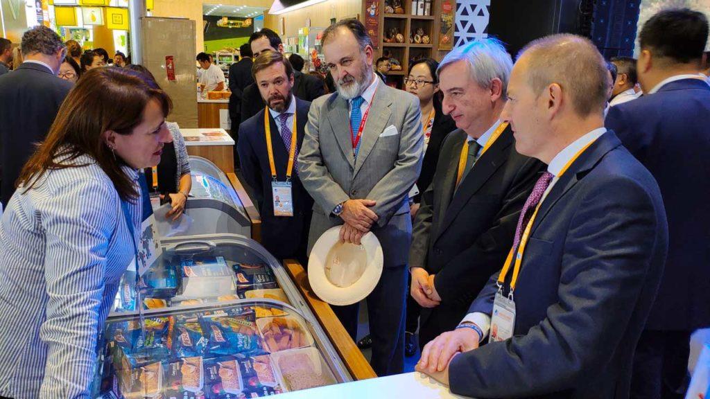 La delegación, con miembros del Igape al frente, en el Día de Galicia en la Feria de Shanghai.