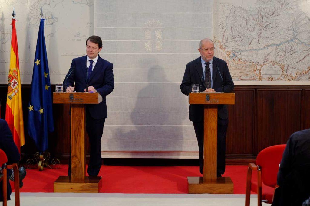 Alfonso Fernández Mañueco y Francisco Igea en la presentación de su balance de 100 días.