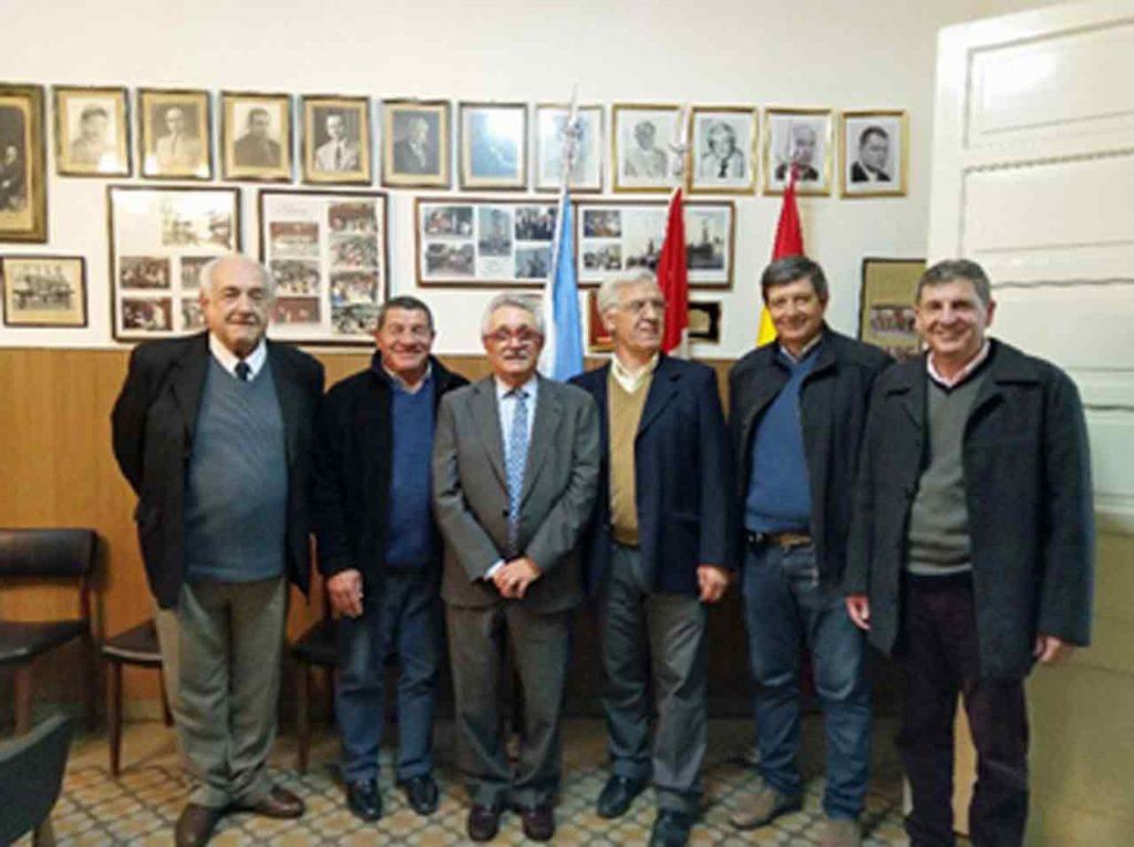 José Castro Navas (tercero izq.) y Herminio Negreira (cuarto izq.) con otros directivos.