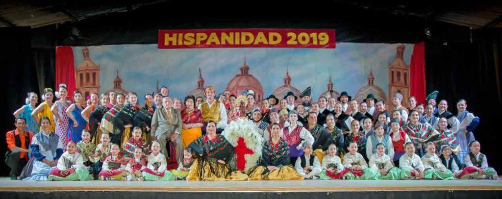 Grupos participantes en la fiesta de la hispanidad en Curitiba.
