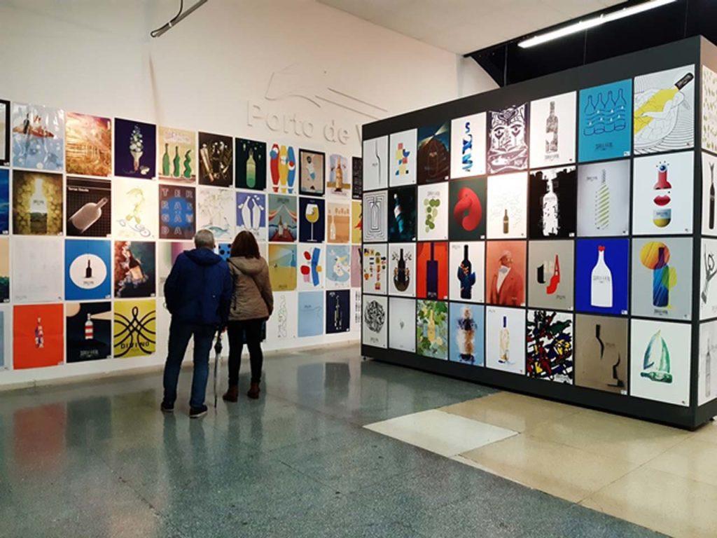 La Estación Marítima de Vigo acoge la exposición de las obras participantes en la Bienal de Cartelismo Francisco Mantecón.