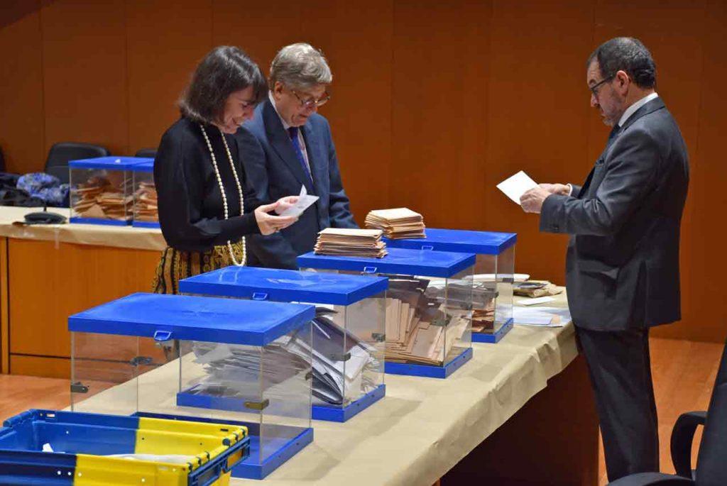 Escrutinio del voto exterior en la Junta Electoral de A Coruña el pasado 13 de noviembre.