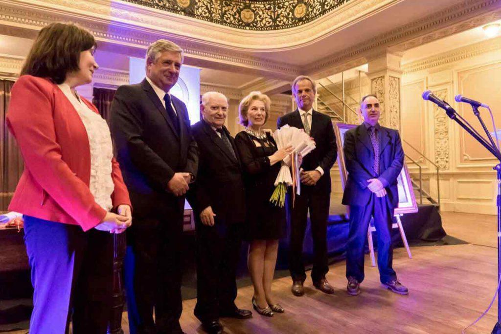Benito Blanco, en el centro, junto a Gloria del Viso, una de las personalidades reconocidas.