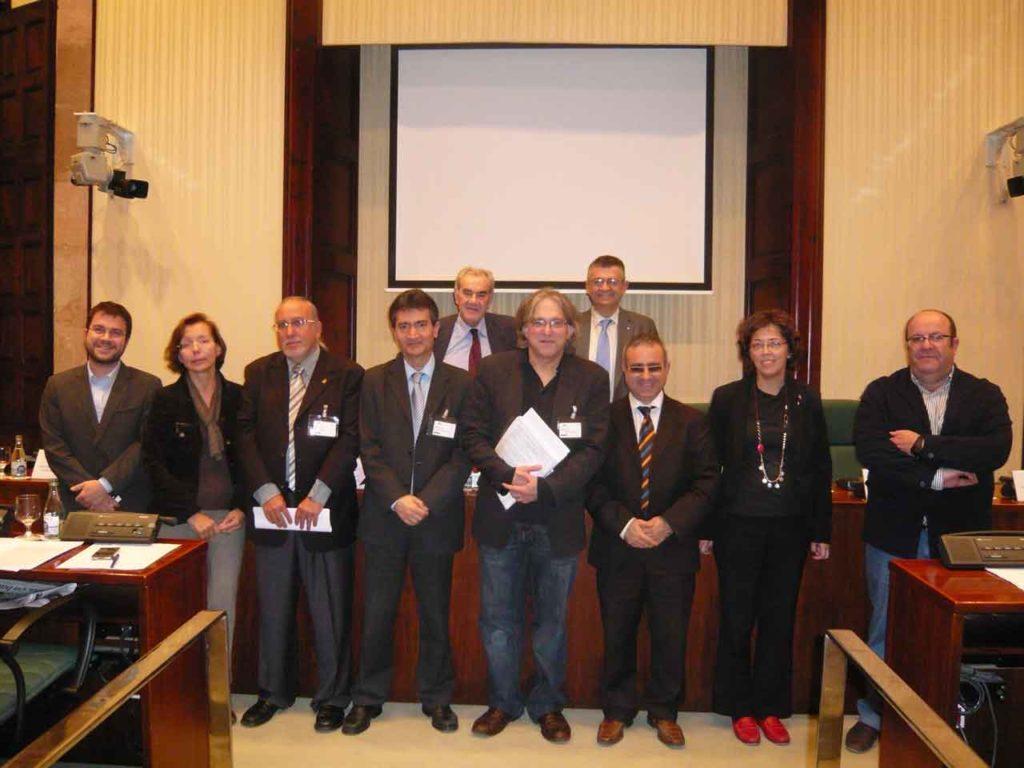Tres representantes de la Junta Directiva de la Federación Internacional de Entidades Catalanas participaron en noviembre de 2011 en una comparecencia ante la Comisión de Acción Exterior y de la Unión Europea del Parlamento catalán.