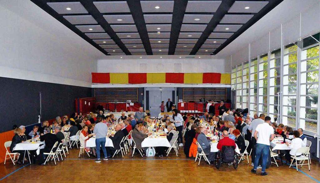 La comida de confraternidad reunió a 140 personas.