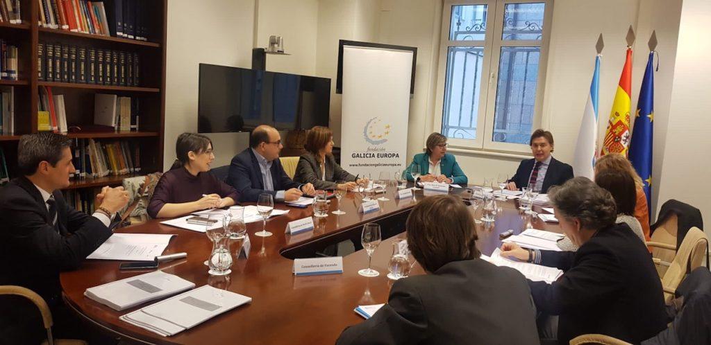 El director xeral de Relacións Exteriores e coa UE de la Xunta, Jesús Gamallo, y la conselleira do Mar, Rosa Quintana, participaron en la reunión del patronato de la Fundación Galicia Europa en Santiago.