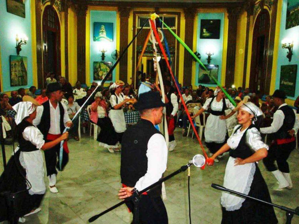 'Danza Isleña de Pozas' durante su presentación en el Festival de Tradiciones Canarias.