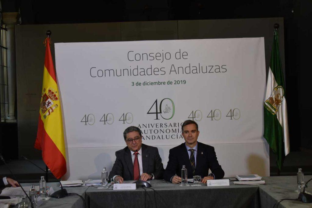 El secretario general de Acción Exterior, Enric Millo, durante su intervención acompañado del director general de Relaciones con los Andaluces en el Exterior, Amós García Hueso.