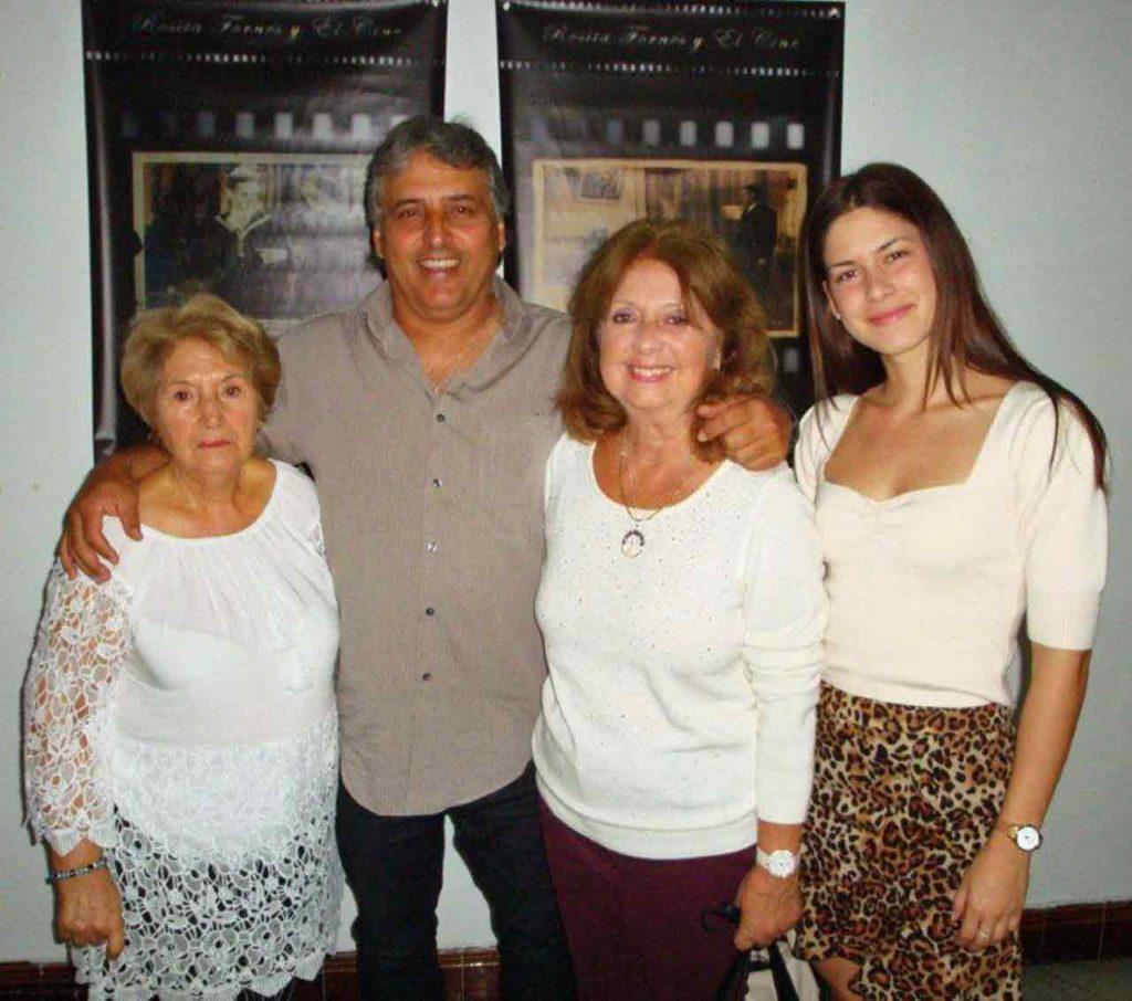 Mari Rico junto al documentalista Alberto Rey y la hija y bisnieta de Rosita Fornés: Rosa Mª Medel y Caroline Jiménez, respectivamente.