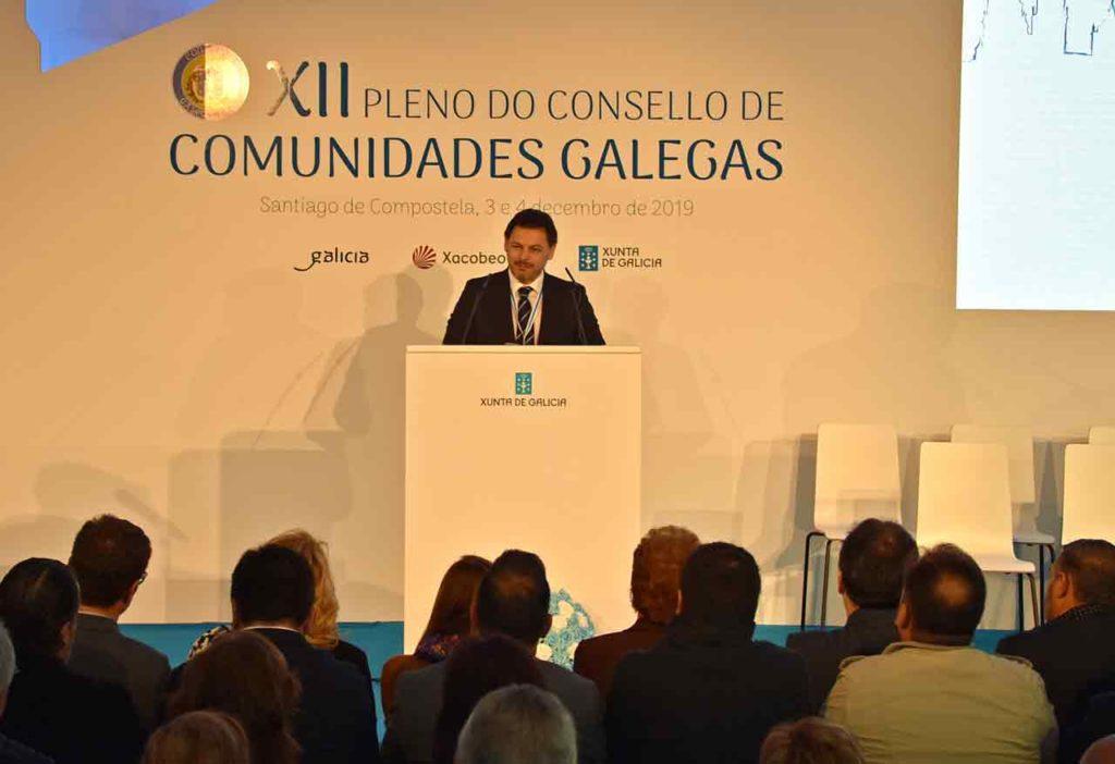 Antonio Rodríguez Miranda hablando a los miembros del Consello.
