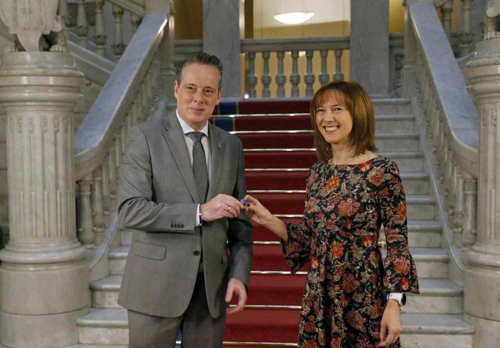 Ana Cárcaba entregó el proyecto de presupuestos para el año 2020 a Marcelino Marcos Líndez