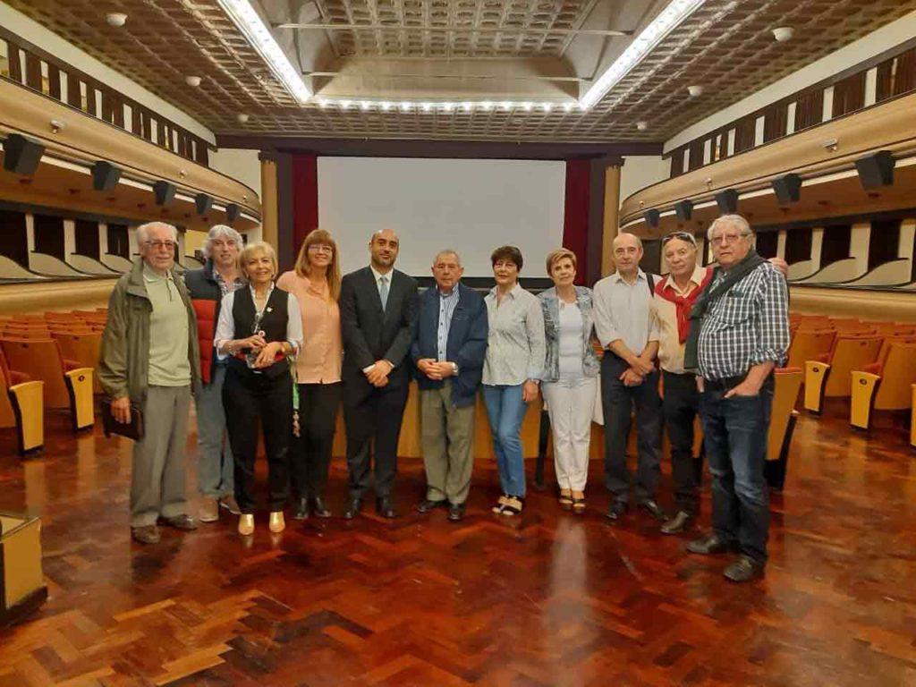 Los miembros del Consejo de Residentes Españoles en el Teatro Español de la Asociación Española de Comodoro Rivadavia.