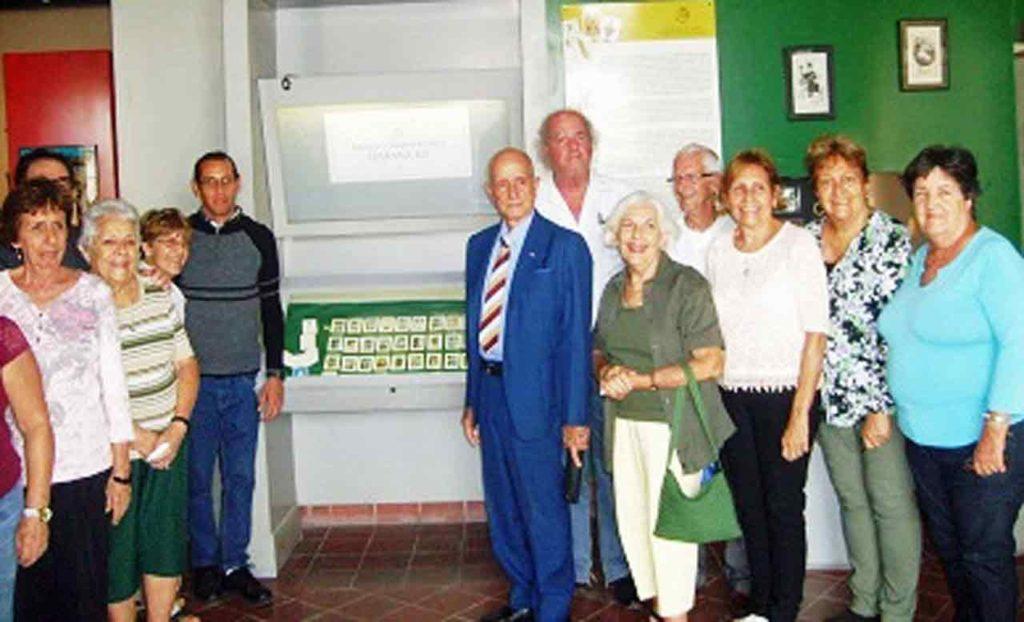 Asociados y directivos de 'Hijos de Sarria' participantes del VIII Encuentro de jugadores y aprendices de brisca celebrado en el Museo de Naipes de la Oficina del Historiador.