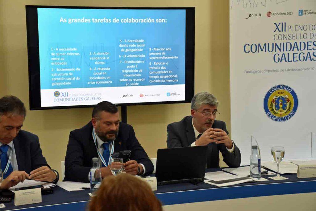 Ildefonso de la Campa, derecha, durante el relatorio social.