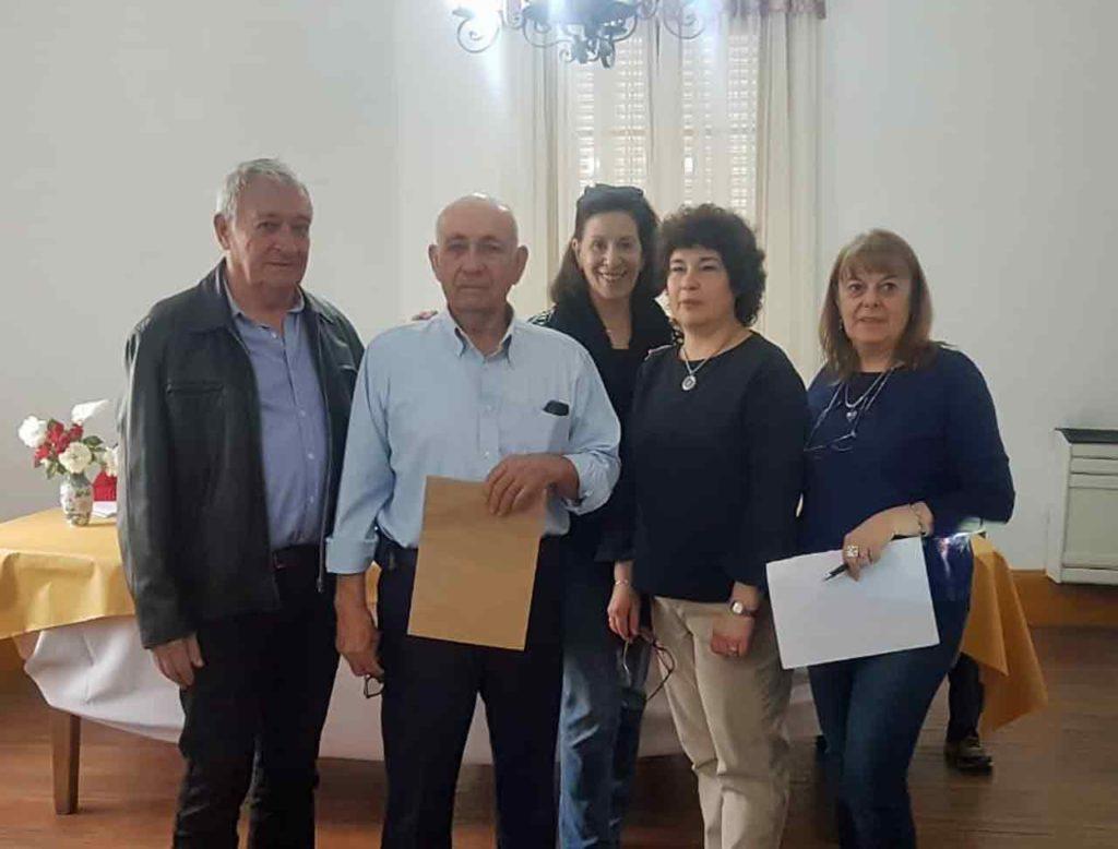 Marcela Ruibal, segunda por la derecha, durante la entrega de reconocimientos.