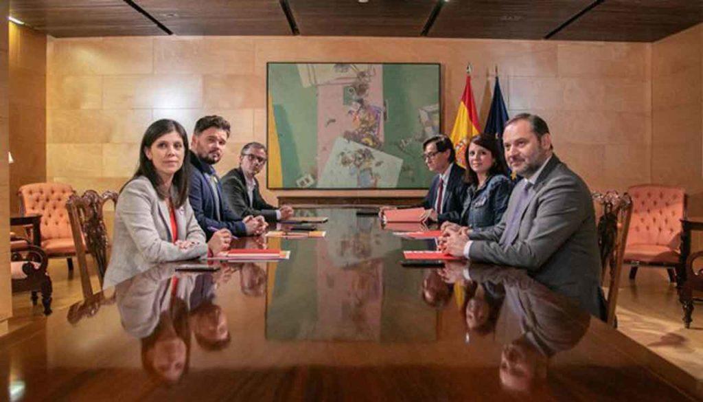 Imagen de la reunión mantenida por representantes del PSOE y ERC.
