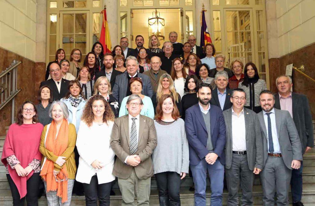 Armengol, en el centro, con el resto de participantes en el pleno.