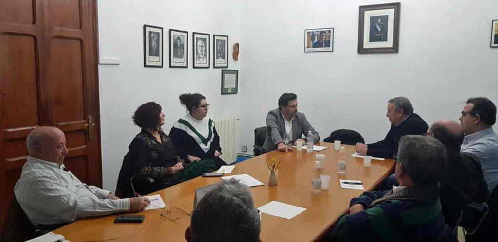 Rodríguez Miranda con los representantes de las entidades gallegas en Cataluña.