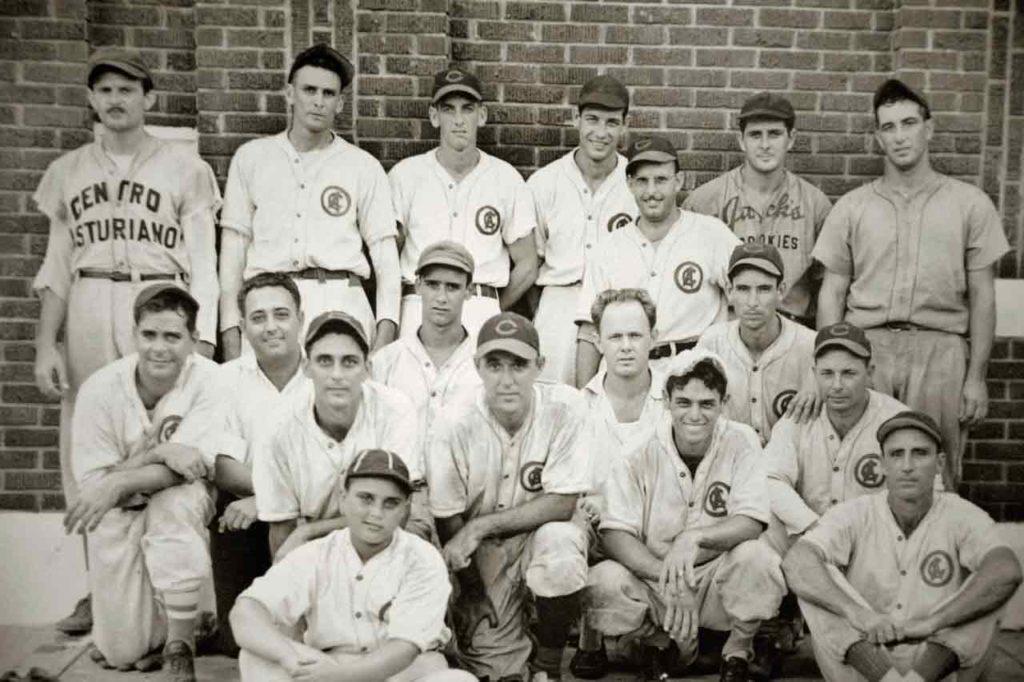 El equipo de béisbol del Centro Asturiano de Tampa.