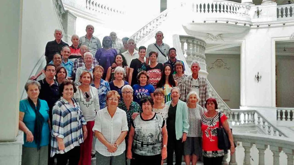Directivos y asociados de 'Hijos de Sarria' en La Habana.