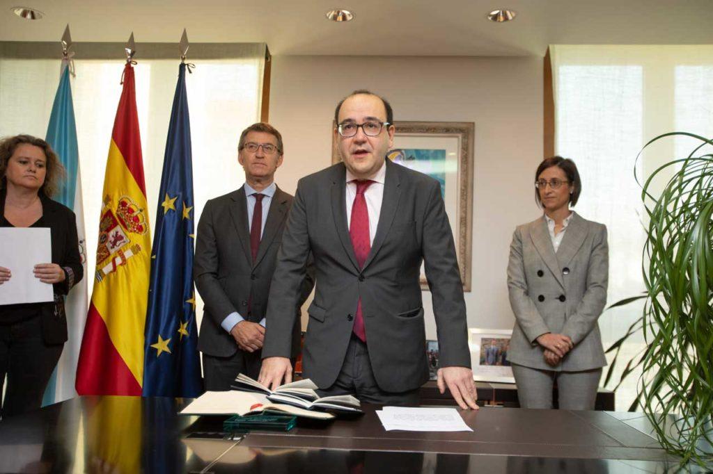 Álvaro Pérez y Marta Varela, al fondo, con el presidente Núñez Feijóo.
