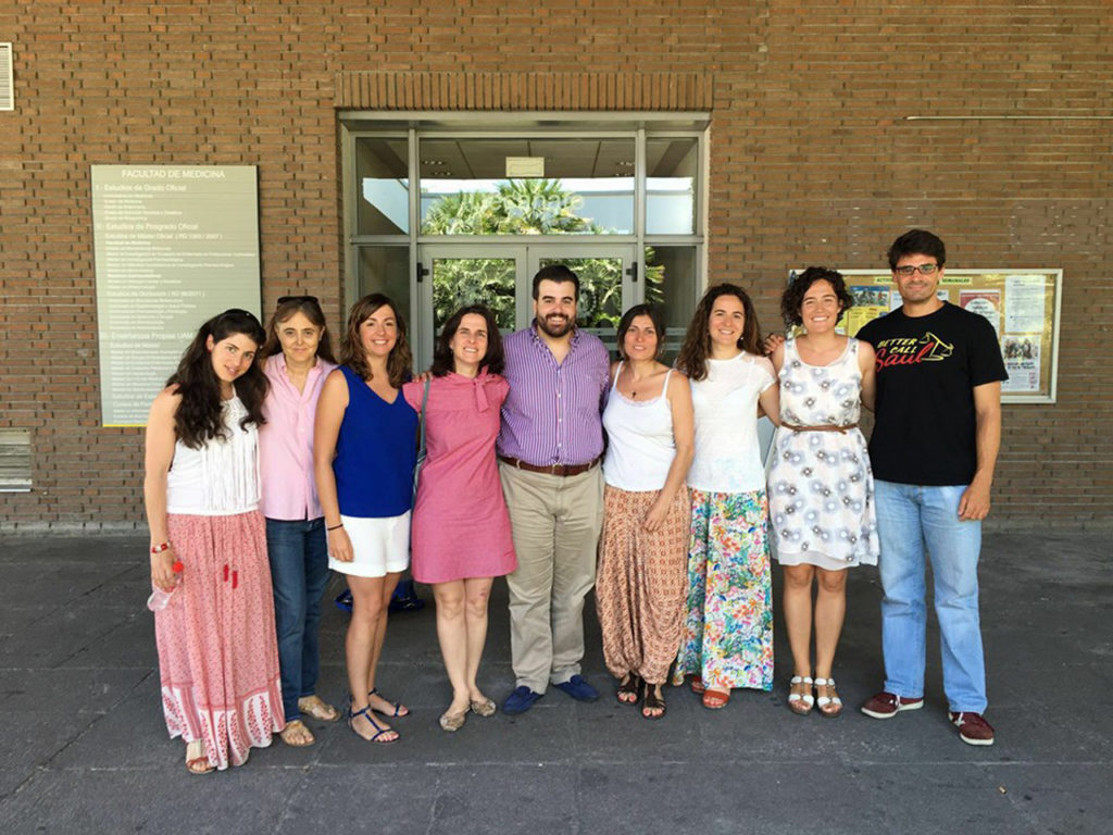 La junta directiva de la Asociación de Científicos Retornados a España (CRE) durante la asamblea general de la agrupación en 2016.