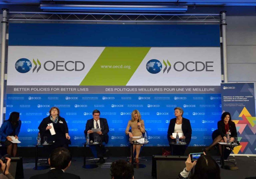 José Luis Escrivá (tercero), durante el Foro de Alto Nivel que antecedió a la reunión ministerial de la OCDE.