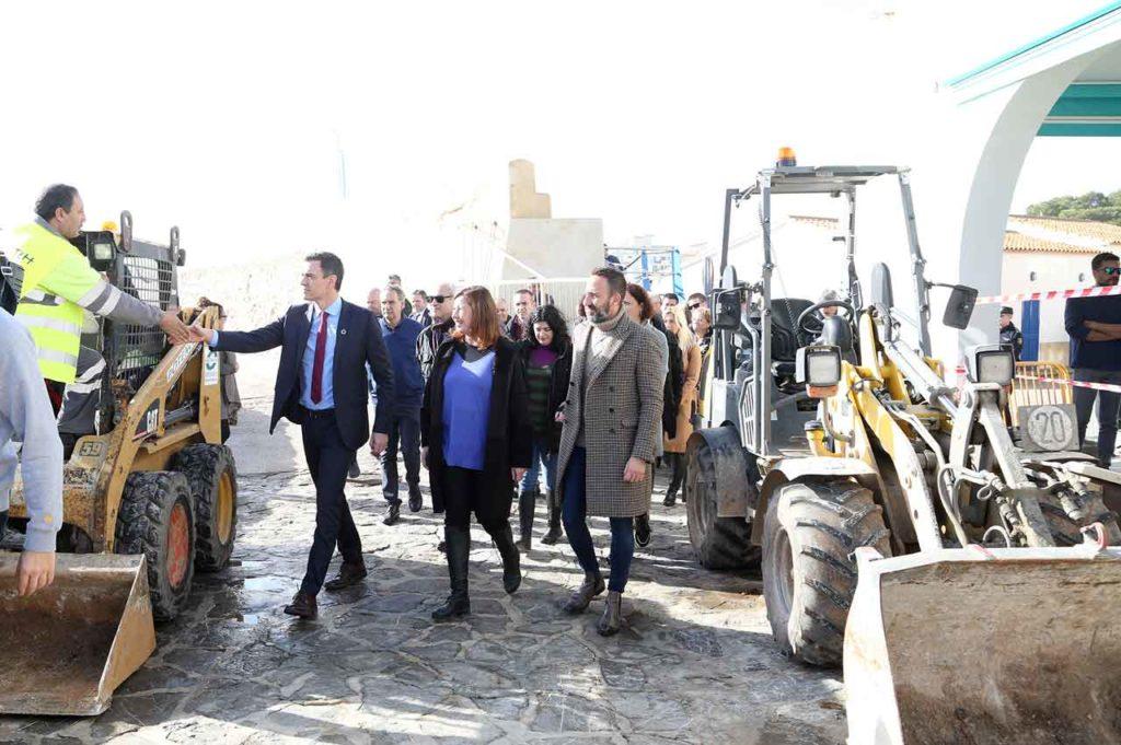 El presidente del Gobierno, Pedro Sánchez, el 23 de enero en en Cala Ratjada, en Capdepera (Mallorca), durante su visita a algunas de las zonas devastadas por la borrasca Gloria.