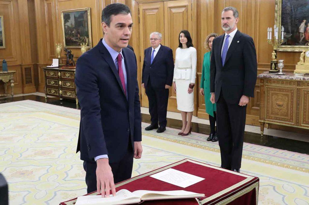 Pedro Sánchez prometiendo su cargo ante el Rey el miércoles 8.