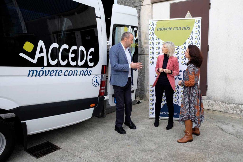 La secretaria xeral de Emprego, Covadonga Toca, durante la visita que realizó a las oficinas de Accede Social.